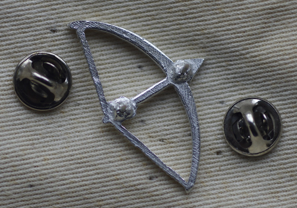 Longbow Pewter Badge Rear