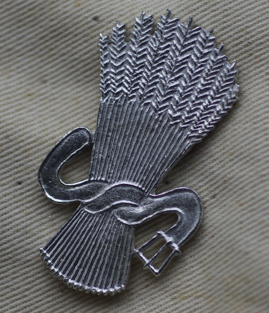 Sheaf of Arrows pewter badge.