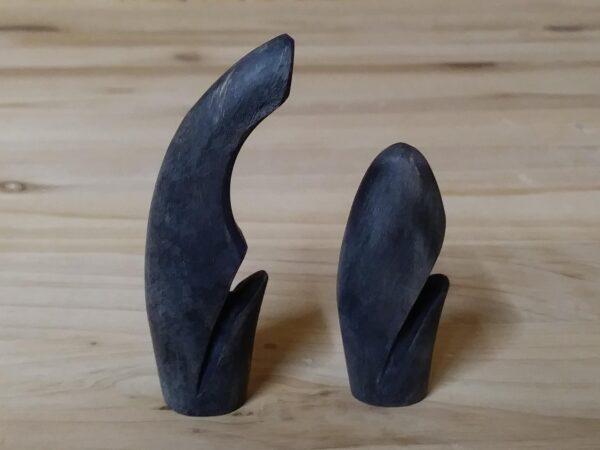 Deep groove horn nocks